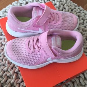 Nike 10.5 little girls pink sneakers EUC!